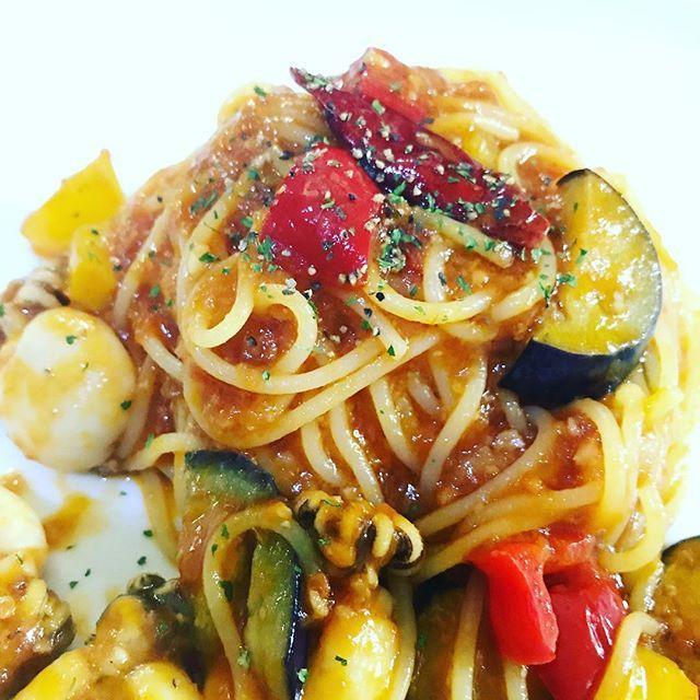 *°✩週替わりAの『豆イカと夏野菜のパスタ』トマトソースorペペロンチーノお選び頂けます¨̮ )/*° ぷりぷりの豆イカとパスタが、ソースに絡まり美味しいですよ~😋♡ ランチはサラダバーorドリンクバー付きで¥950‐( ¨̮ )︎︎❤︎︎ #ビーンズガーデンカフェ#ビーンズガーデンカフ稲毛海岸#beansgardencafe#pasta#パスタ#ランチ#lunch#lunchtime#ピザ#オムライス#カレー#肉#レディースランチ#weeklymenu#週替わり#パンケーキ#pancake#稲毛海岸#千葉#カフェ#cafe#イタリアン#お得な#ランチセット ℡⇒043-301-4158 〒261‐0004 千葉市美浜区高洲3‐20‐40