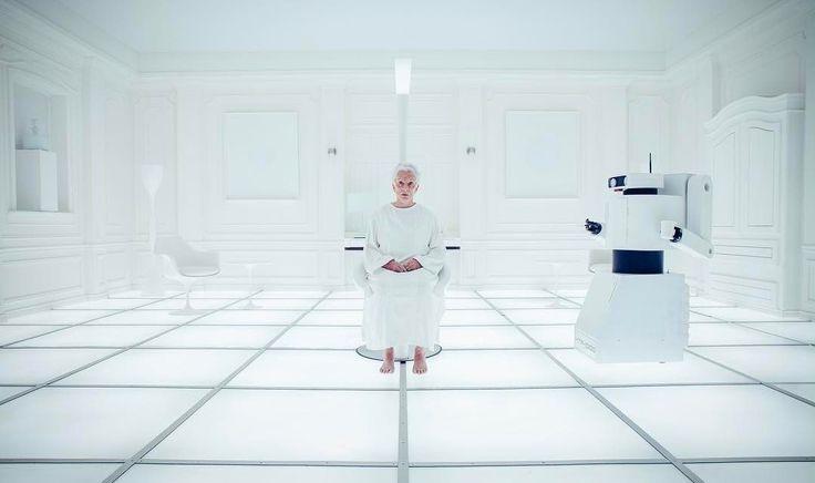 Eat the Ice Cream : 故スタンリー・キューブリック監督の「2001年 宇宙の旅」にトリビュートしたアイスクリーム天国の奇妙におかしい CM ! ! - どこもかしこも真っ白けの無機質なイメージの部屋で覚醒した老婆が発した「わたしは一体、どこにいるの…?!」という疑問には答えず…、 | CIA Movie News | Video, Video of the day, Sci-Fi, CM, Stanley Kubrick,