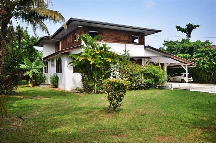 Magnifique propriété à vendre chez Capifrance à Cayenne en Guadeloupe !     > 290 m², 9 pièces dont 6 chambres !     Plus d'infos > Johan Milton, conseiller immobilier Capifrance.