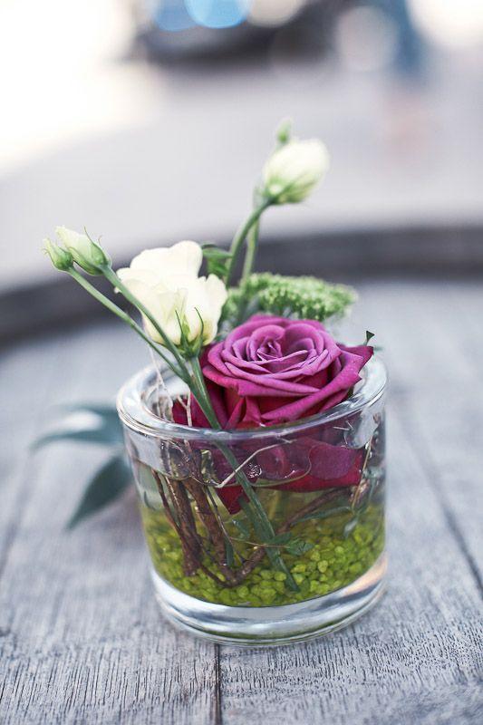 Tischdeko Hochzeit lila Rose im Glas - sieht super aus und ist nicht so teuer!