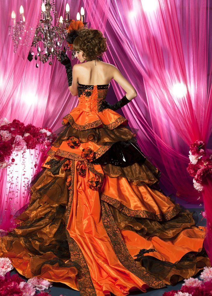 Wedding Dress Fantasy - Gorgeous Halloween Wedding Dress in Orange and Black, (http://www.weddingdressfantasy.com/gorgeous-halloween-wedding-dress-in-orange-and-black/)
