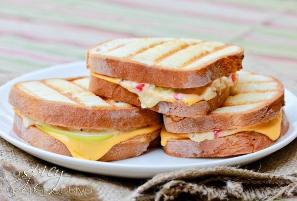 Pimento Granny Smith Grilled Cheese @Melanie Robertson We need to try making these!