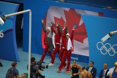 Sandrine Mainville, Chantal Van Landeghem, Taylor Ruck,Penny Oleksiaket Michelle Williams ont remporté la première médaille du…