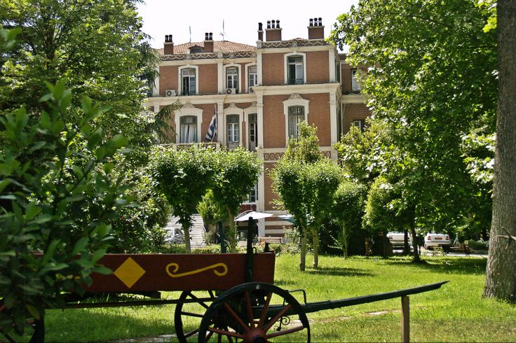 Probably the grandest of the Exohon villas is that of the Allatini family. (Walking Thessaloniki - Route 17, Depot)