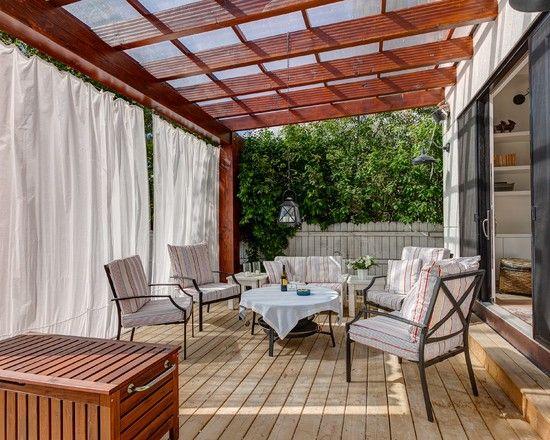 terrassen garten holz überdachung sitzgelegenheiten gardinen sichtschutz