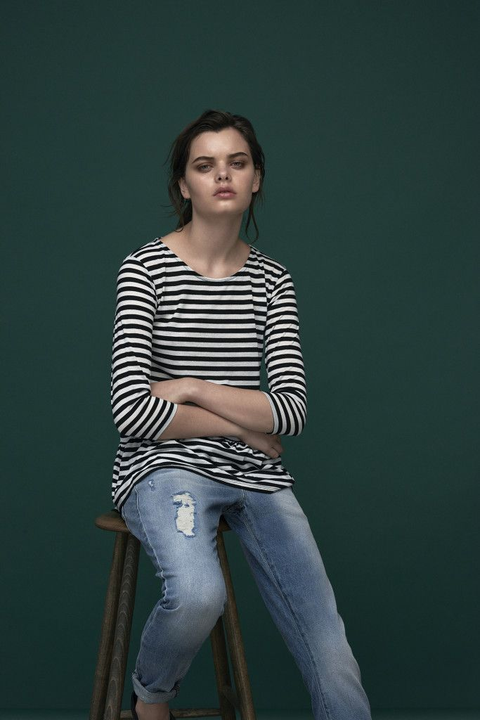 Breton striped blouse & loose fitted boyfriend jeans in blue ripped denim. Top: Caine / Candice Jeans: Claudia / M-364463