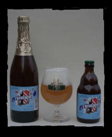 """De Graal Triverius / 6,8 % alc. niet zoet, droog tarwebier met nagisting op de fles sinds december 2003 bitter dorstlessend met koriander en sinaasappelschil de stijl is een mix tussen een tarwebier en een tripel. Daarom wordt de Triverius geklasseerd bij de """"dubbele witte""""."""