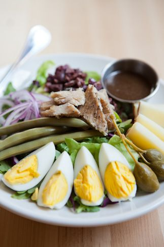 Thanks to Local Harvest Café, lunch really can taste like the best that Missouri has to offer.  Pictured is the niçoise salad.