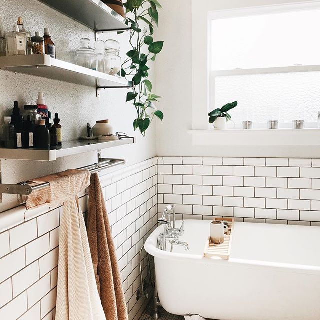 love love love & totally want an old school claw-foot tub. also the subway tile is so pretty with the natural light.