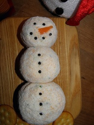 Snowman Cheese BallChristmas Recipe, Pat Pink, Appetizersparti Food, Cinnamon Almond, Chees Ball Recipe, Cheese Ball Recipe, Snowman Cheese, Christmas Ideas, Pink Aprons