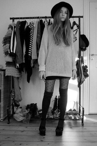 oVERSiZED sWEATER & tHiGH hiGH sOCKS