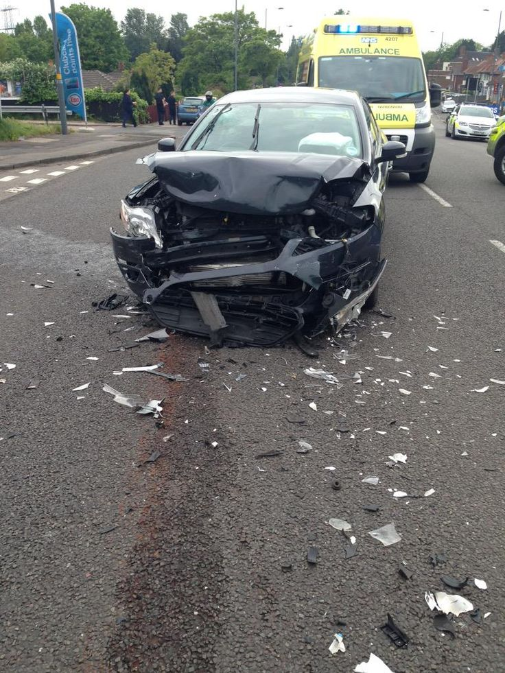 Four injured in Perry Barr crash this afternoon https://officialwmas.wordpress.com/2015/05/24/four-injured-in-perry-barr-crash …