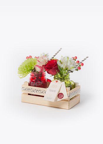 B&F COCKTAIL | El yapımı kasada limonata bardakları içinde Madame Rose ve Sweetness güller, True Romance hypericum, Tros Santini, krizantem Spider, Alstroemeria Virginia. | Bloom and Fresh