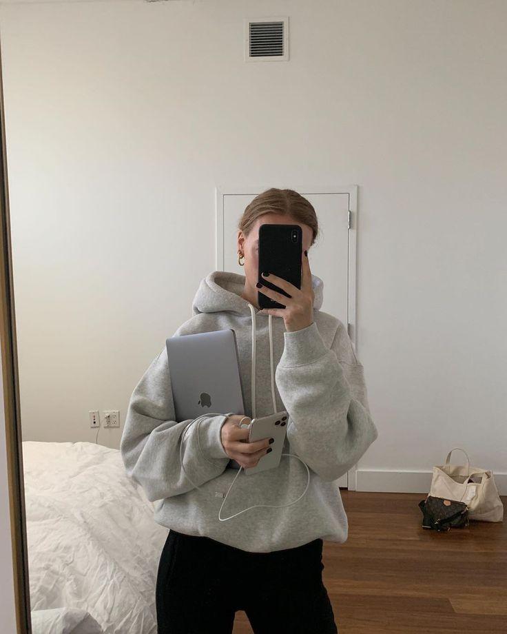 Marie von Behrens sur Instagram: «J'ai dormi 12 heures, déplacé le miroir, pris une douche, essayé de configurer mon nouveau téléphone pour la troisième fois, échoué, est retourné au lit…» - #behrens #deplace #dormi #heures #instagram #marie #miroir - #new