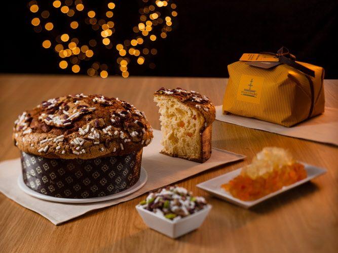 #Panettone #Fiasconaro.Dolce artigianale da forno con canditi d'ananas e albicocca ricoperto di glassa e #pistacchi, incarto a mano.  #Natale 2015.