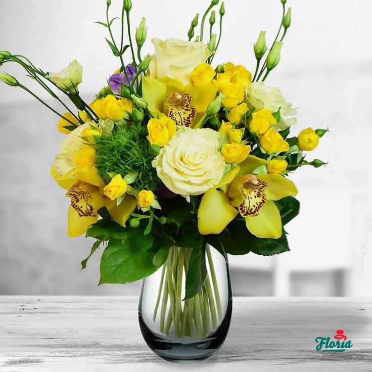 Despre toamna se spune ca e un artist desavarsit, care alege intotdeauna cele mai frumoase culori. Intr-adevar, putine opere de arta sunt la fel de frumoase ca un buchet din flori de toamna. Ce zici? Ar arata minunat buchetul acesta in camera ei, nu-i asa? Acest buchet contine: 5 trandafiri albi, 3 cupe cymidium galbene, 3 green trick, 5 minirosa gabene, 4 lisianthus mov. Dimensiune: 40 cm (inaltime) - 30 cm (diametrul buchetului)