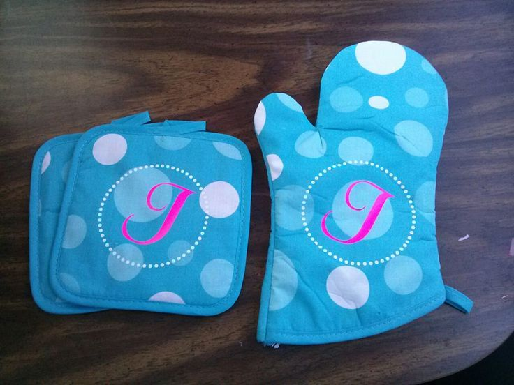 Customized Dollar Store Oven Mitts And Hot Pads Cheap Kitchen Items That I Customized With Iron On Vinyl See More Craft Project Ideas