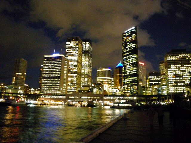 Circular Quay - surrounded by shops, restaurants & bars, nice evening stroll