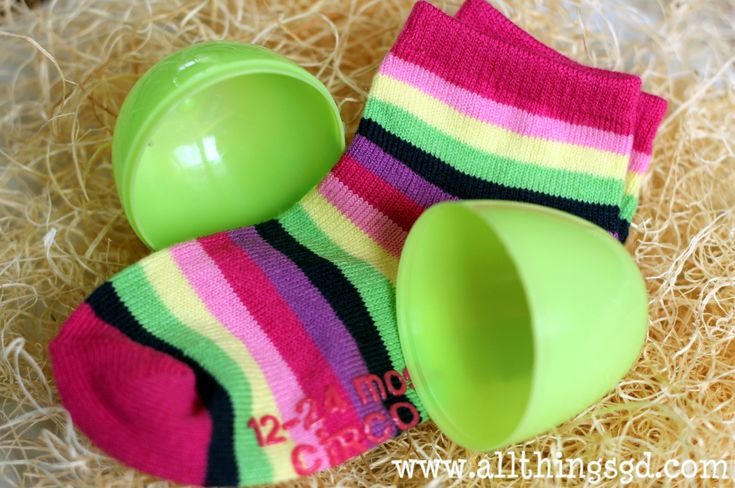 20 Easter egg fillers for toddlers that aren't candy--great list.