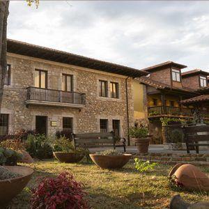 """A la entrada del Parque Nacional de Picos de Europa, entorno a una de las """"Casonas Asturianas"""" más señoriales del valle del río Gueña, muy cerca de Cangas de Onís, se encuentra MARÍA MANUELA HOTEL & SPA, un moderno hotel equipado con todas las comodidades para que disfrute de una estancia inolvidable. Calidad en el…"""
