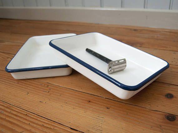Table de cuisine vintage avec plateau en formica bleu