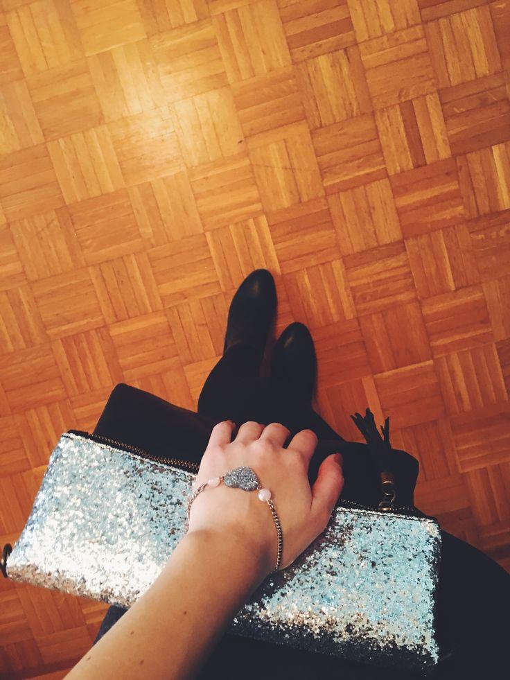 Borsa in pelle e bracciale con cuore glitter  #Rosavelvet #shoponline #madeinitaly #bag #fashionbag #borsa #bracciale #cuore #glitter #fashion #moda #trend #bijoux #costumejewelry #bigiotteria #sparkling #shiny #holiday #natalemood