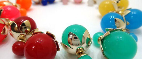 Zarcillos doble perla, la tendencia de la moda actual