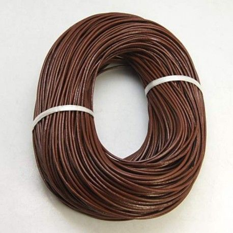 Cordon 2 mm ø en cuir de vachette, marron. Ce cordon coton est vendu au mètre. Cordon très résistant. Très brillant