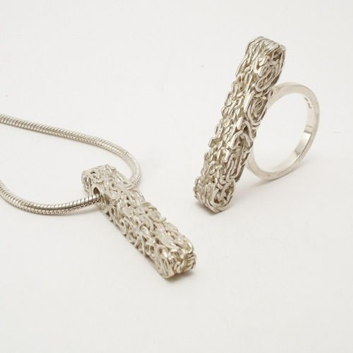 Anyaga: Ezüst  Művész: Menyhárt Richárd