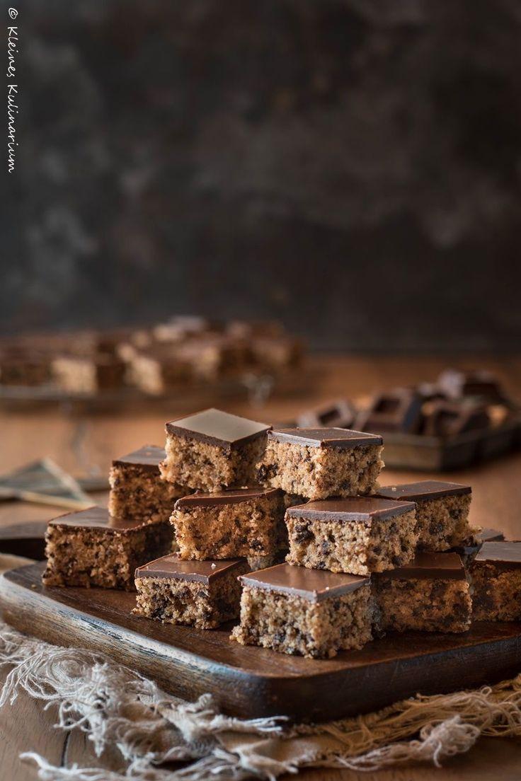 Dieses Schokoladenbrot ist super schnell gemacht und füllt eine ganze Keksdose. Perfekt für die Weihnachtszeit. Kinderleicht