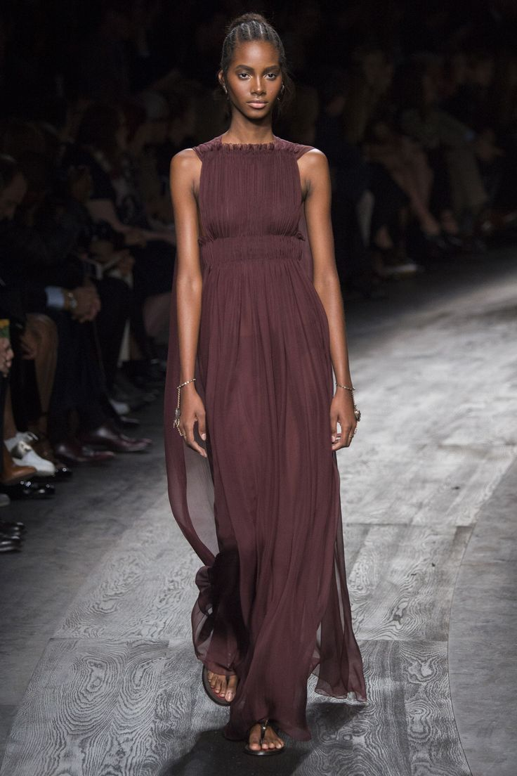 #PFW #ParisFashionWeek #Spring2016 #Valentino Valentino Spring 2016 Ready-to-Wear Collection Photos - Vogue