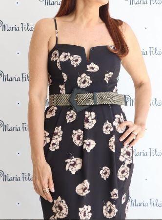 Mais uma do vestido perfeito usado com cinto grosso. LINDO. Maria Filó Abril/2017