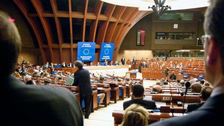 """Die Parlamentarische Versammlung des Europarats rügt die Massenüberwachung, wie sie der NSA-Whistleblower Edward Snowden aufgedeckt hat, als """"Gefahr für grundlegende Menschenrechte"""". Es müsse gegengesteuert werden."""