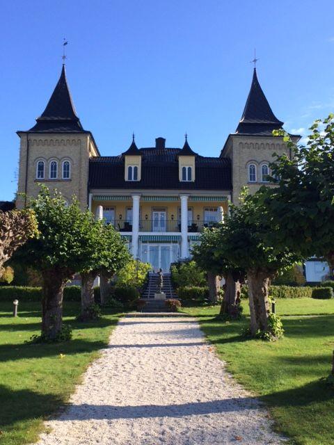 Hotel Refsnes Gods, early fall. Outdoor wedding, wedding ceremony, wedding ideas, wedding photography