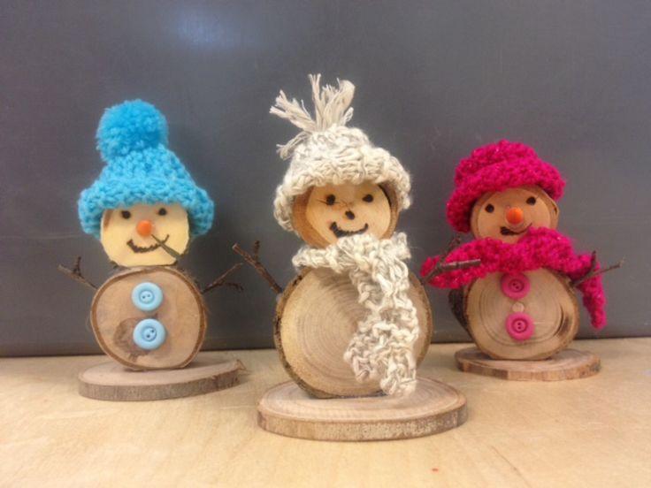 sneeuwpopjes van hout.