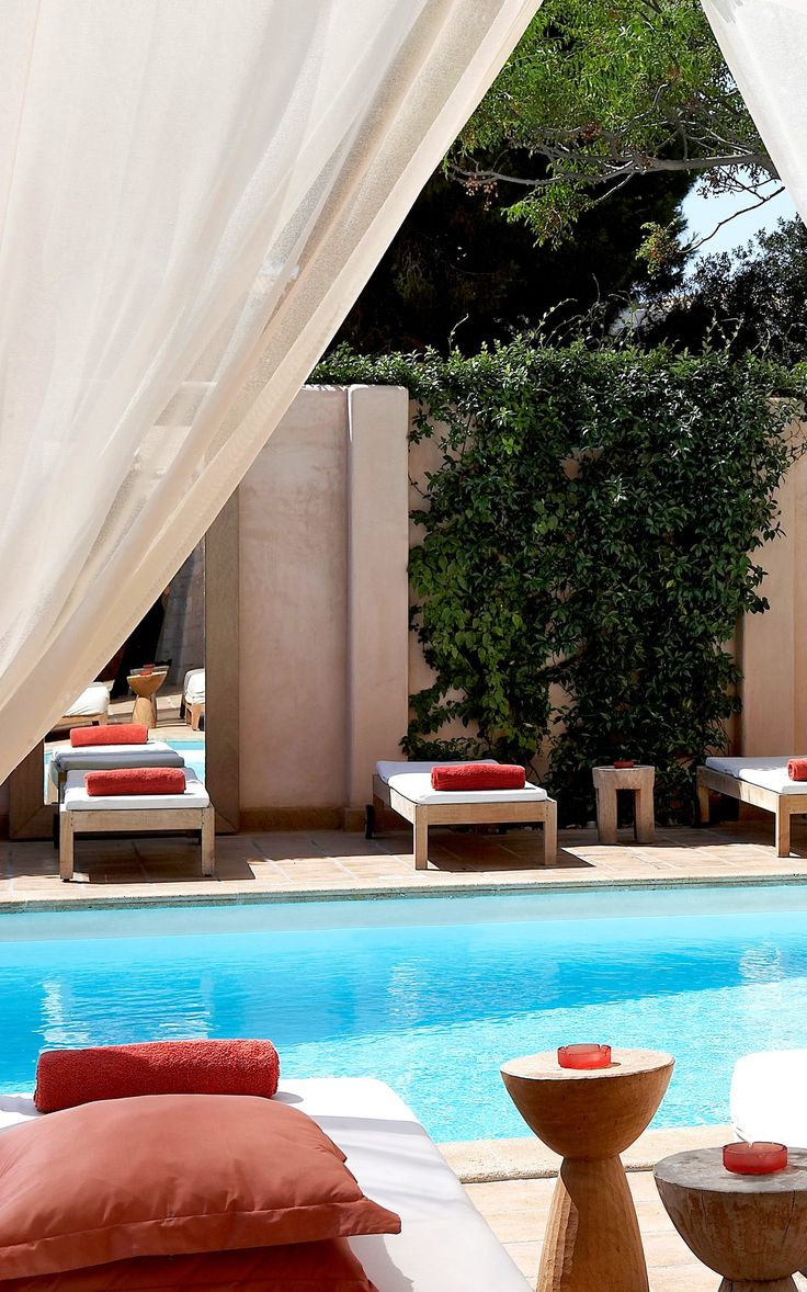 Unwind with the sounds of music and let the background tunes uplift your senses at #TheMargi #hotel, the #boutique treasure in #Vouliagmeni, #Athens. http://www.tresorhotels.com/en/hotels/17/the-margi