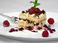 Trifle se smetanou, mascarpone a ovocným coulis