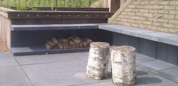 Simpel tuin bankje maken met betonnen U-elementen. Kruidenbakjes onder in plaatsen en kussens bovenop.