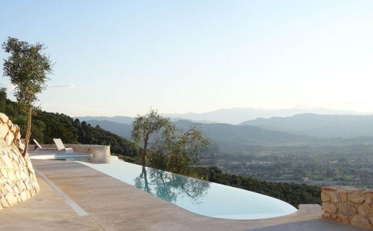 http://www.luxuryvillarentalsitaly.com/The-Roof-Villa/luxury-villa-rentals