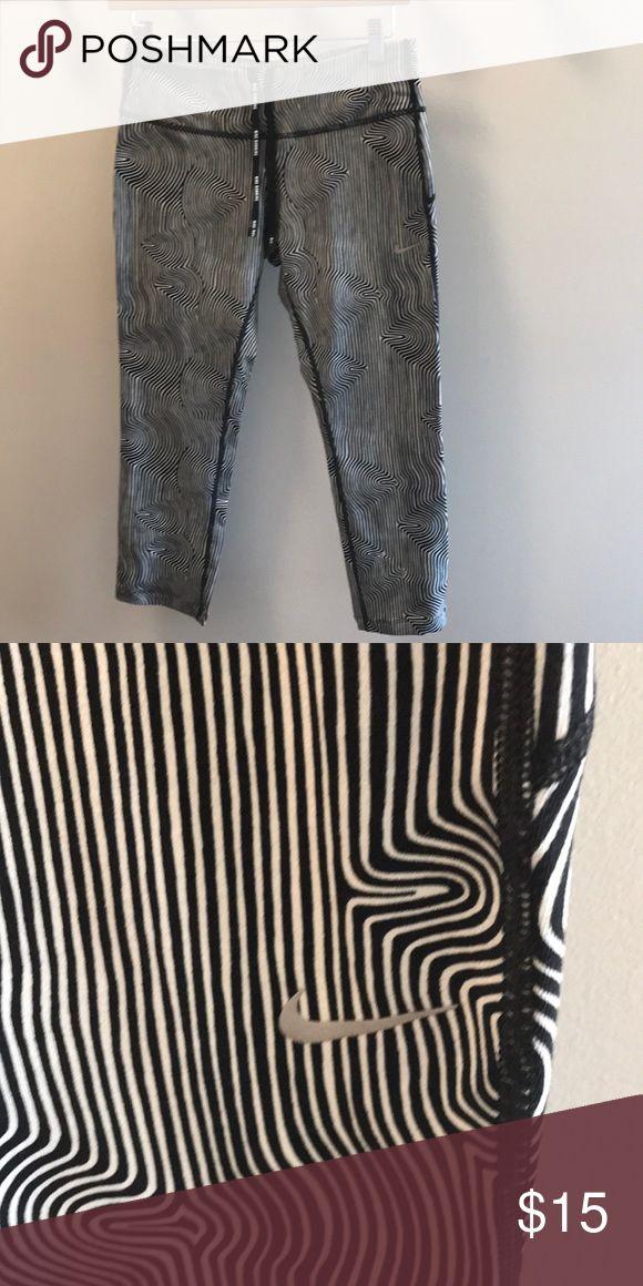 Nike Running Pants Black and White 3/4 length Nike Running pant. Like new Nike Pants