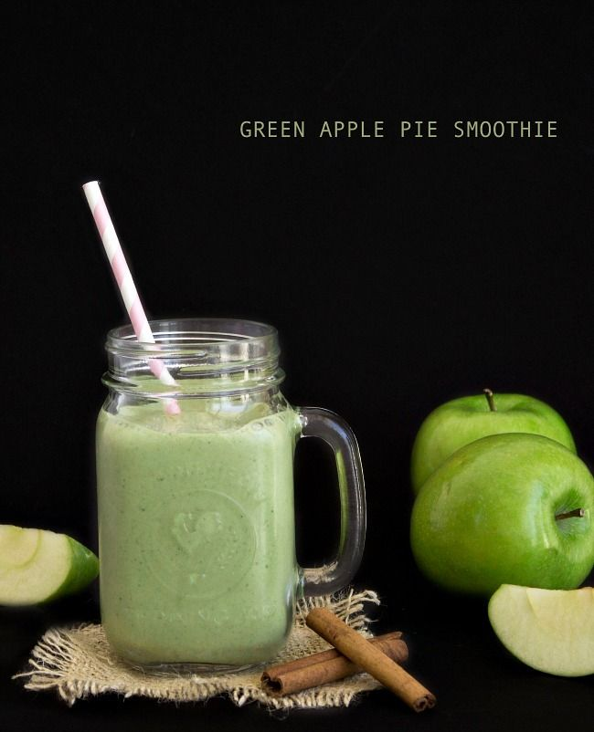 This green apple pie smoothie tastes like an apple pie in a glass! It's smooth, creamy, delicious and it has only 214 calories!
