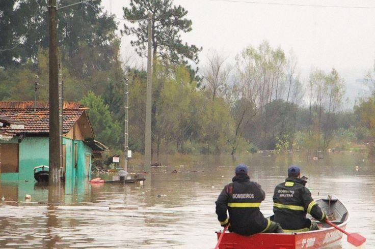 45 mil ficam desalojados devido a fortes chuvas em Santa Catarina | #AnaCristinaCampos, #Chuvas, #DefesaCivil, #Enchente, #SantaCatarina