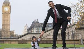 World's tallest and shortest men meet in London