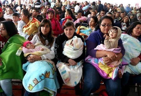 Juez ordena al Registro Civil a reconocer maternidad dual en Michoacán | El Puntero