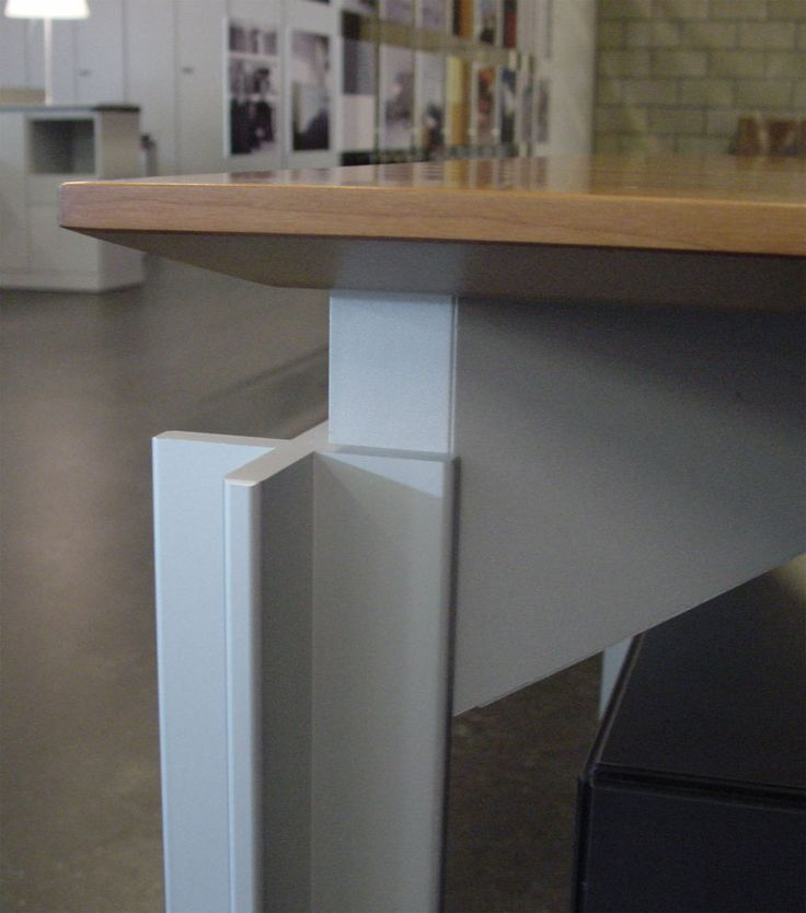 H2O - Desk Detail leg  ( by Claire Bataille & Paul ibens for Bulo )