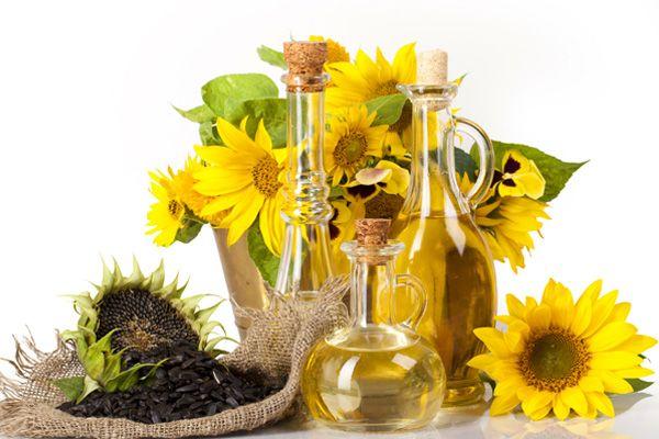 Antara Khasiat Minyak Bunga Matahari Mampu Mengurangkan Tompok Gelap and Bekas Jerawat | http://www.wom.my/kesihatan/petua-pemakanan/khasiat-minyak-bunga-matahari/