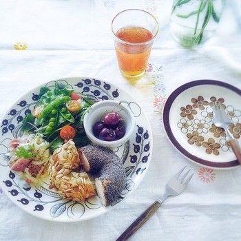 ベーグルと彩りサラダのワンプレート。見た目も栄養も満点ですね♪
