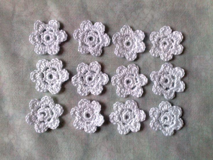 Garten Margerite-12 Stück weiße gehäkelte Blumen-weiße Blumen Applikation-Blüten weiß-Brautschmuck-Brautparty-Verzierung-Hochzeitsdekoration von HaekelshopSetervika auf Etsy