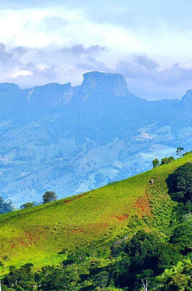 Pedra do Baú - vista de Gonçalves/MG - foto hdr
