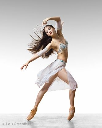 I could totally do this...  Just get me Broncolor strobes which stop the action at 1/4000 of a second, a Hasselblad camera and the Leaf Aptus 75 digital back, and I will show you what I can do!!  (American Ballet Theatre)